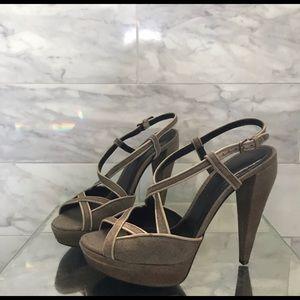 Burberry heels 👠